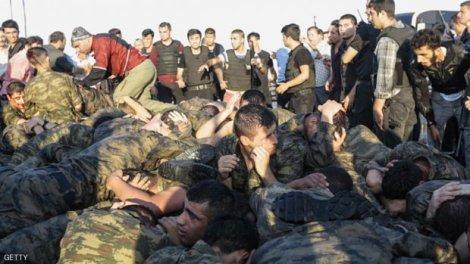 Soldados do pretenso golpe de Estado, detidos em Istambul. Photo: Gokhan Tan/Getty Images.